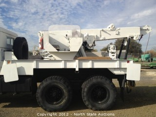 M816 Truck Wrecker, 5 Ton, 6x6 with Cummins 6-Cyl. Diesel 250hp and Front/Rear Winch and Wrecker Boom