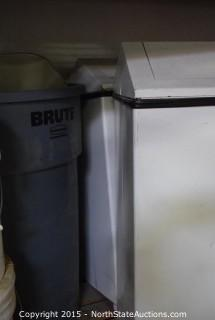 2 Trash Receptacles, Brute Trash Can