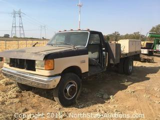 1990 Ford F SuperDuty Flatbed Truck for Parts