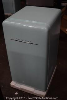 Magic Chef 4.4 Cu ft Mini Fridge