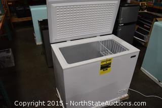 Magic Chef 9 cu ft Chest Freezer