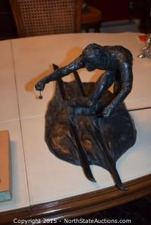 Totto Hand Statue