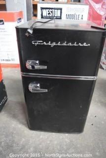 Frigidaire Mini Retro Refrigerator