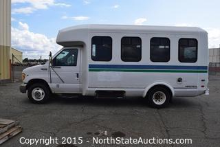 Ford E-350 Triton V10 Aerotech Bus