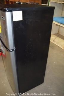 Magic Chef 4.5 Cu ft Two Door Refrigerator