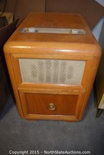 Howard Chair Side Radio
