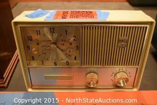 Vintage Magnavox Clock/Radio